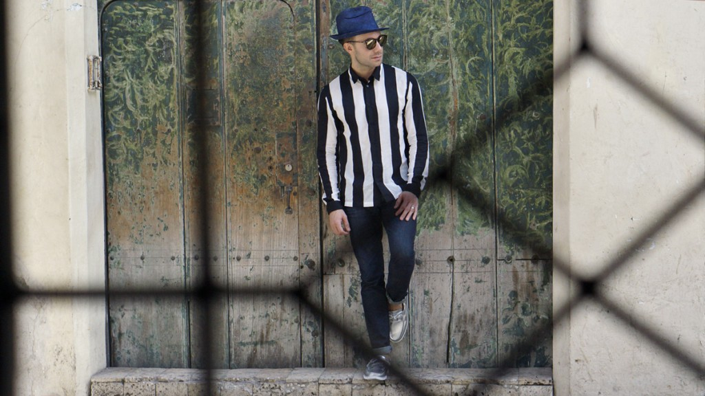 Stripe Look - Cartagena Colombia - leaning